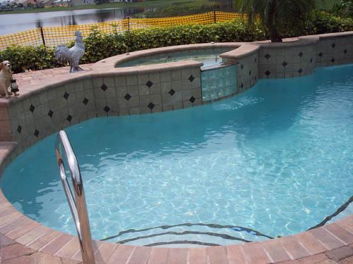 Cele mai utilizate 5 accesorii pentru piscine for Accesorii piscine